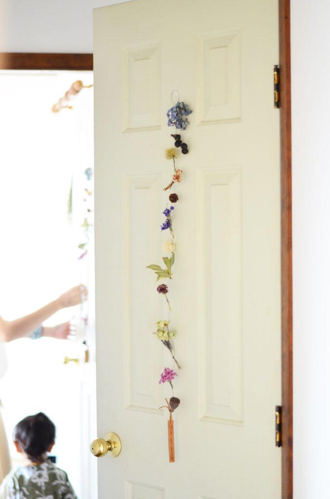 扉に飾ったガーランド