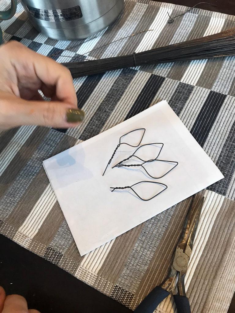 ワイヤーで作った花弁